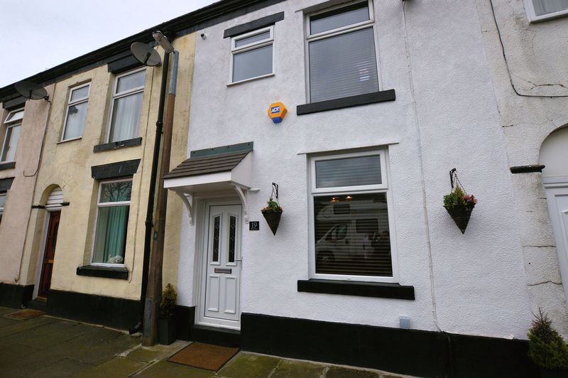 3 Bedrooms Terraced House for sale in Pilling Street, Bury
