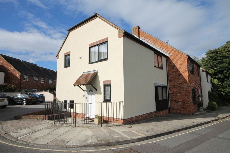 3 Bedrooms Terraced House for sale in Spring Gardens, Emsworth