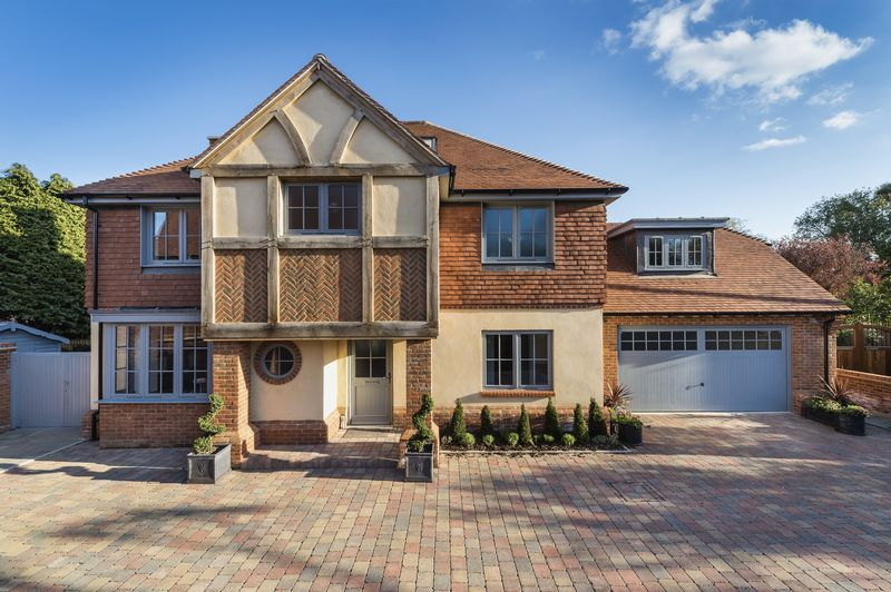 4 Bedrooms Detached House for sale in Salterns Reach , Prinsted, Emsworth