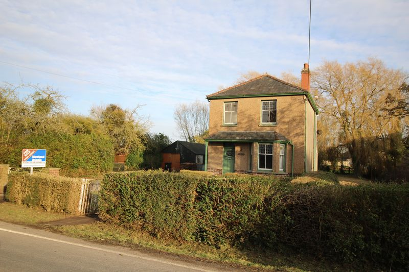 3 Bedrooms Detached House for sale in Church Row, Redwick, Magor