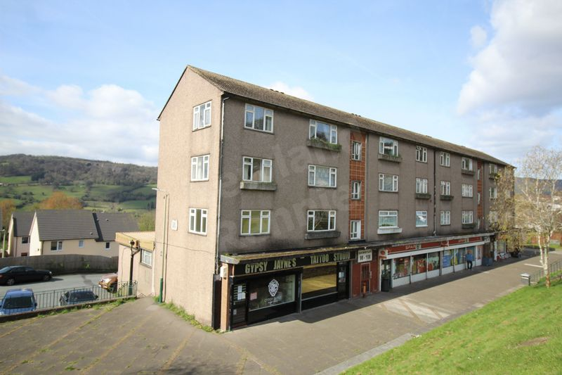 2 Bedrooms Flat for sale in Elm Drive, Risca, Newport