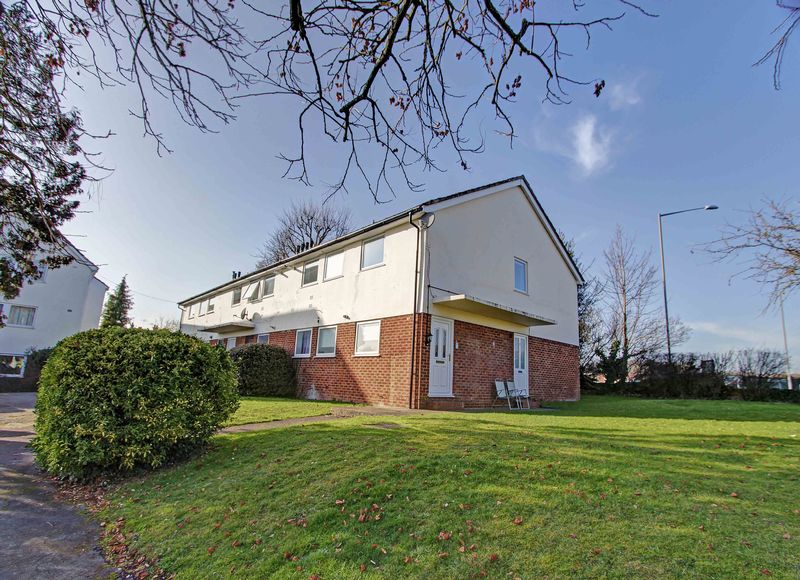 2 Bedrooms Flat for sale in Eastwood Court, Marlow SL7