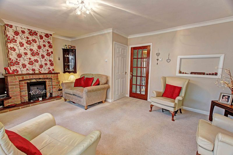 3 Bedrooms Terraced House for sale in Furlong Road, Bourne End, SL8