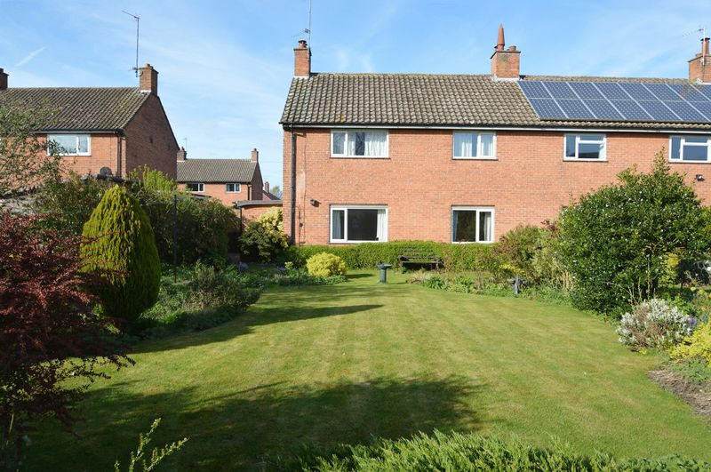 3 Bedrooms Semi Detached House for sale in Quarry Bank, Malton
