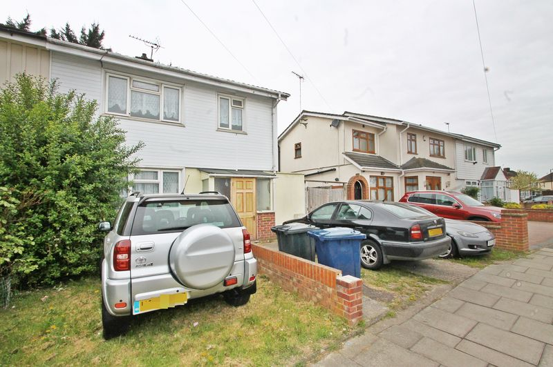 3 Bedrooms Semi Detached House for sale in Gosling Close, Greenford