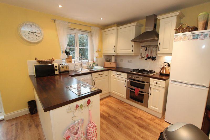 3 Bedrooms Semi Detached House for sale in Southiside Gardens, South Hylton, Sunderland