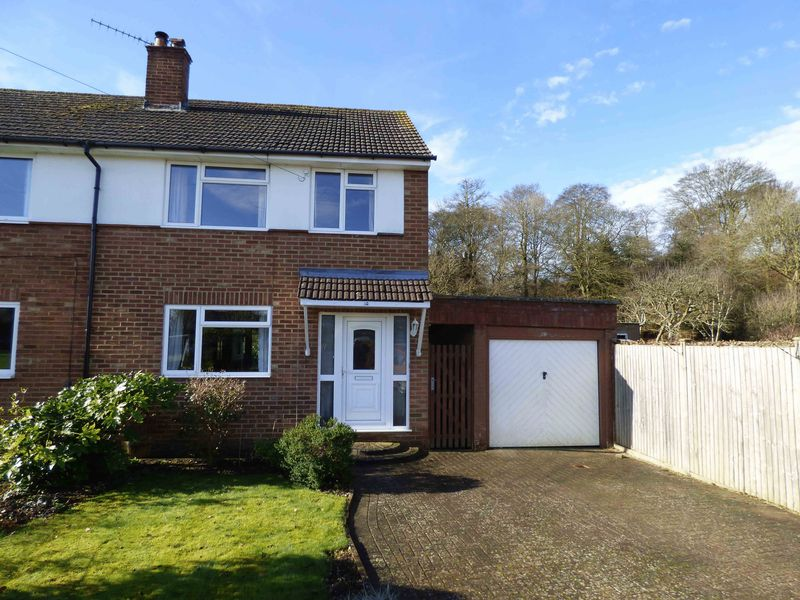 3 Bedrooms Semi Detached House for sale in Walter's Ash