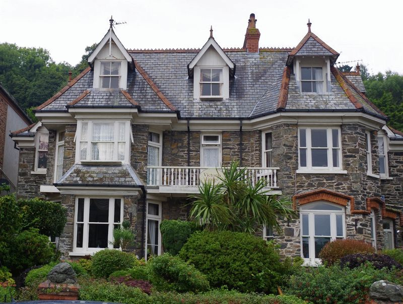6 Bedrooms Semi Detached House for sale in 6-bed semi-det House Lee Road, Lynton
