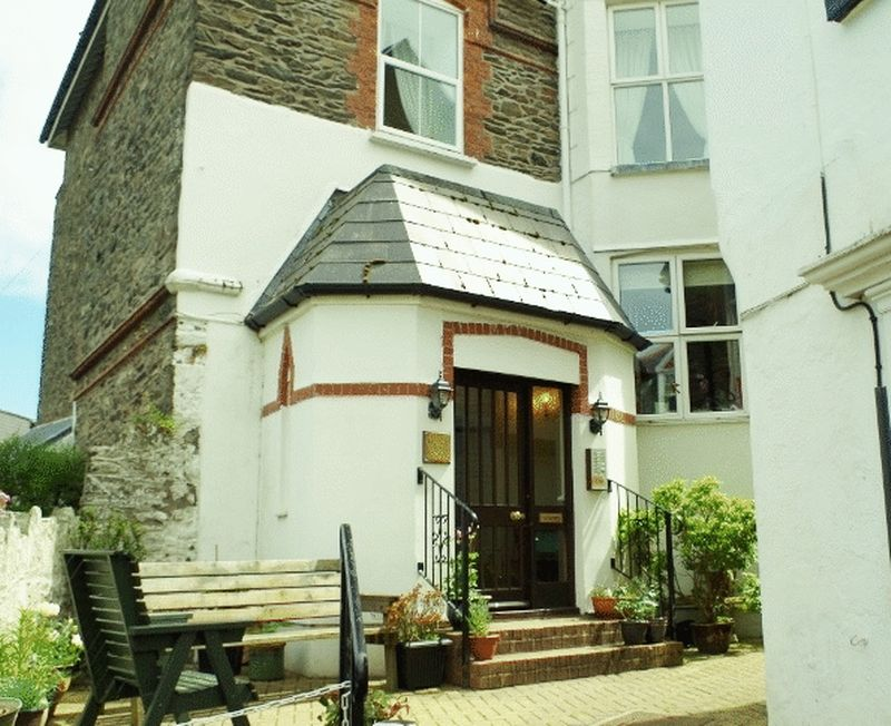 1 Bedroom Flat for sale in Castle Hill, Lynton