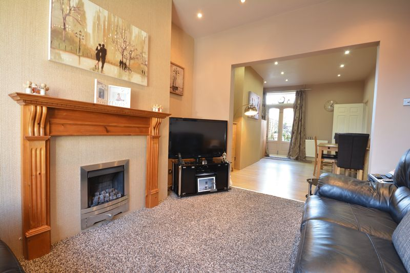 3 Bedrooms Terraced House for sale in Portland Street, Darwen