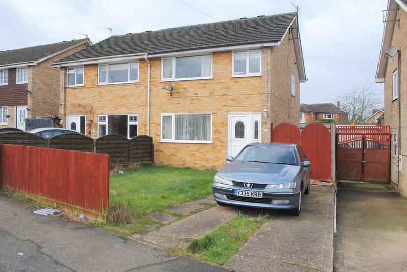 3 Bedrooms Semi Detached House for sale in Masefield Drive, Rushden