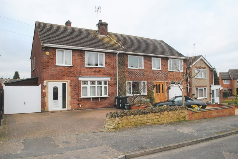 3 Bedrooms Semi Detached House for sale in Lodge Road, Rushden