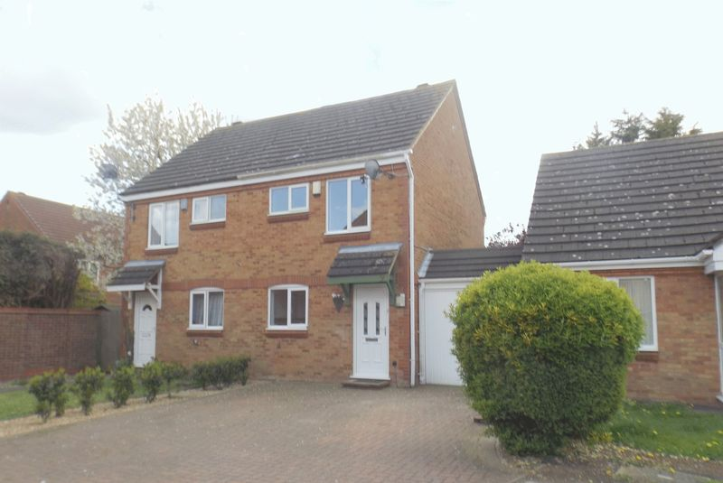 2 Bedrooms House for sale in Bradfield Close, Rushden