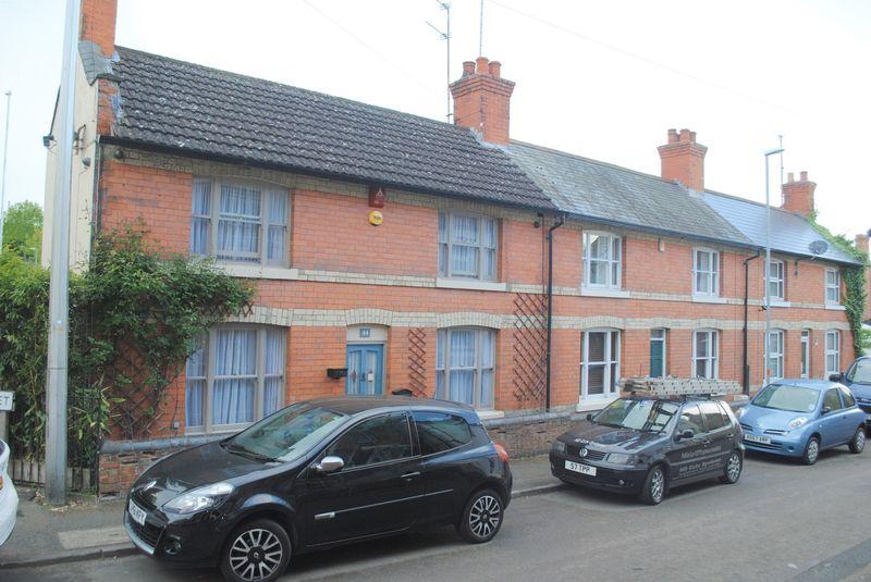 2 Bedrooms Terraced House for sale in Little Street, Rushden