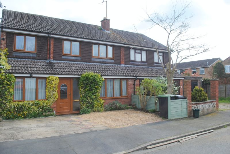 5 Bedrooms Semi Detached House for sale in Bilsdon Close, Rushden