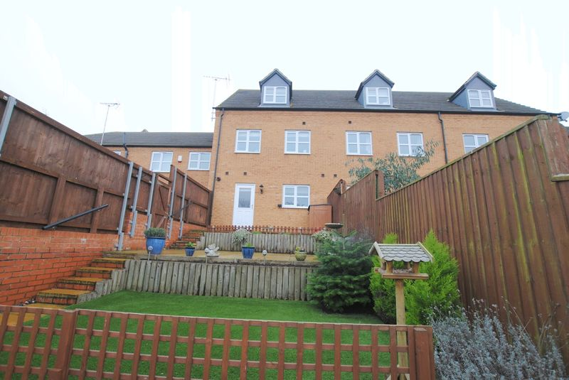 3 Bedrooms Terraced House for sale in Peter Crisp Way, Rushden