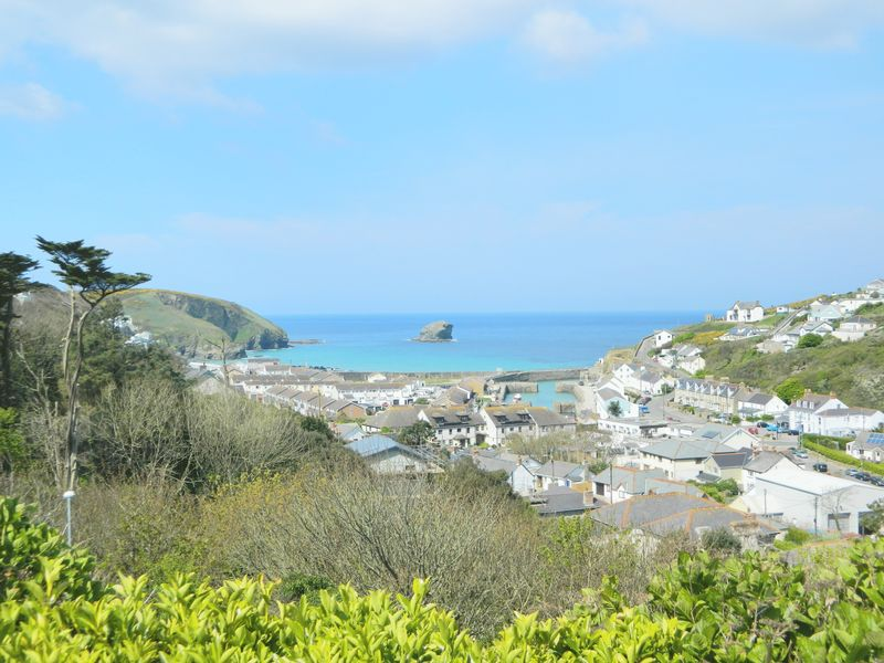 4 Bedrooms Detached Bungalow for sale in Hillside, Portreath