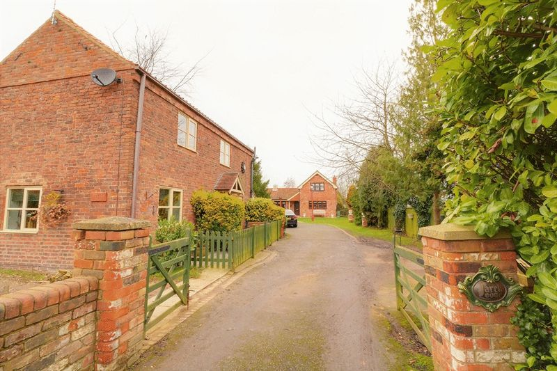 6 Bedrooms Detached House for sale in Larch Lodge & Vicarage Barn, Goxhill