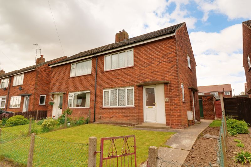 2 Bedrooms Semi Detached House for sale in Lunns Crescent, Barton-Upon-Humber