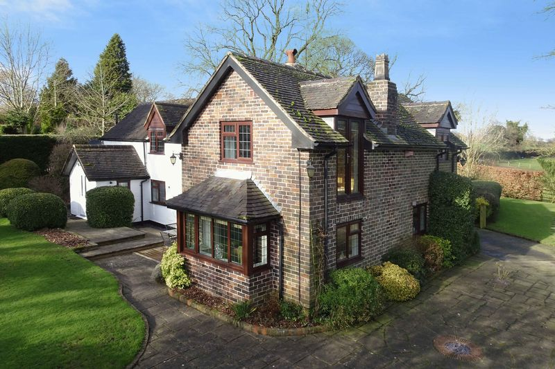 4 Bedrooms Detached House for sale in Cresswell Road, Hilderstone, Stone
