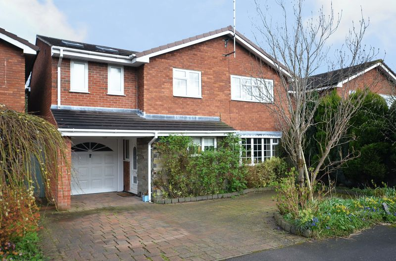 5 Bedrooms Detached House for sale in 6 Sunningdale, Stone, Staffordshire. ST15 0LZ