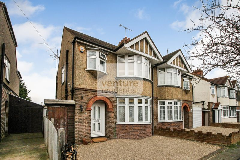 3 Bedrooms Semi Detached House for sale in St Michaels Crescent ,