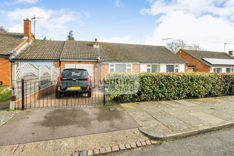 3 Bedrooms Detached Bungalow for sale in Evedon Close, Luton