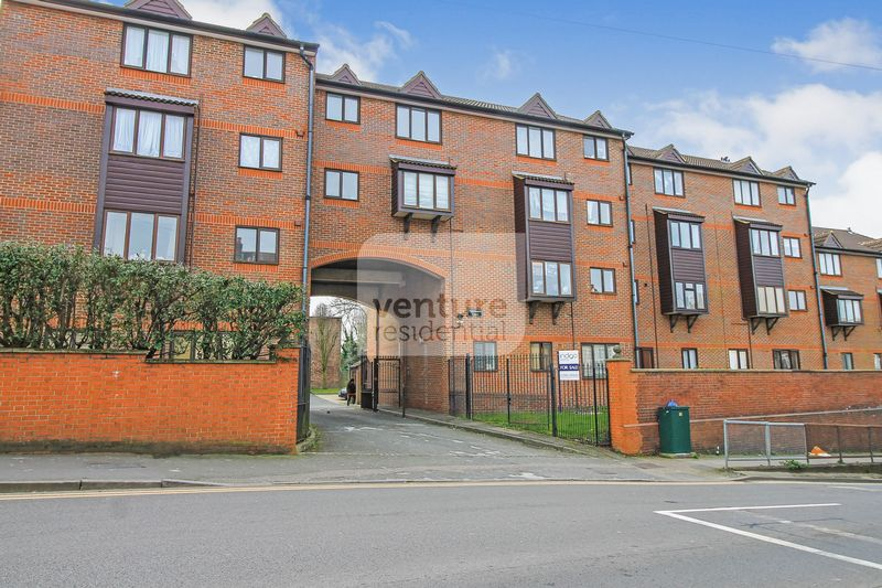 2 Bedrooms Flat for sale in Nightingale Court, Luton
