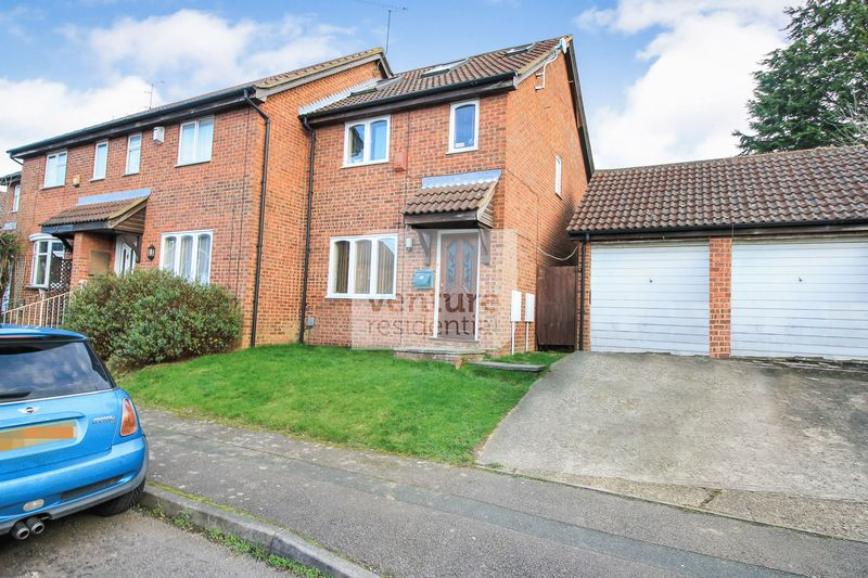 5 Bedrooms Terraced House for sale in Fieldfare Green, Luton