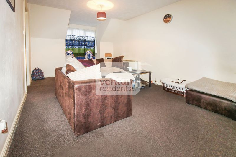 2 Bedrooms Flat for sale in Kingsmead Court, Dunstable
