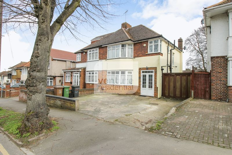 3 Bedrooms Semi Detached House for sale in Halfway Ave, Luton