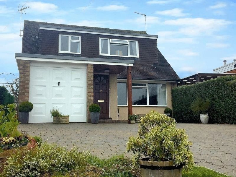 4 Bedrooms Detached House for sale in Manor Road, Caddington.