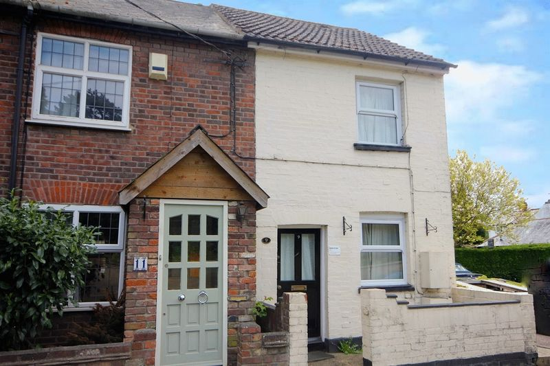 2 Bedrooms Terraced House for sale in Luton Road, Caddington.