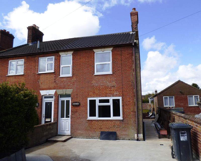 3 Bedrooms Semi Detached House for sale in St. Johns Road, Norwich