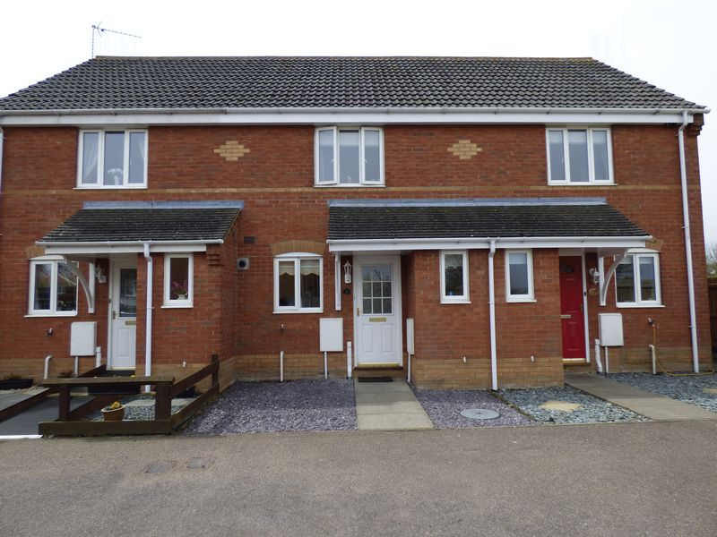 2 Bedrooms Terraced House for sale in 37 Howley Gardens, Parkhill, Lowestoft