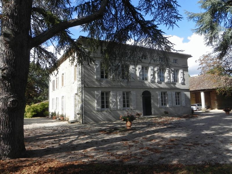 A 7-bed maison de maitre set centrally in almost 2 hectares