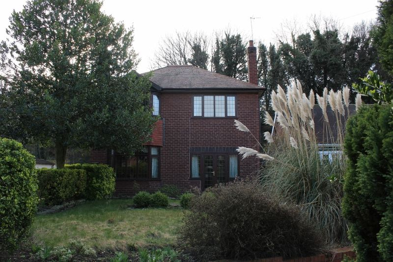 3 Bedrooms Detached House for sale in Wakefield Road, Pontefract