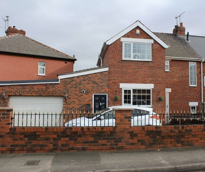 3 Bedrooms Semi Detached House for sale in Northfield Road, Knottingley