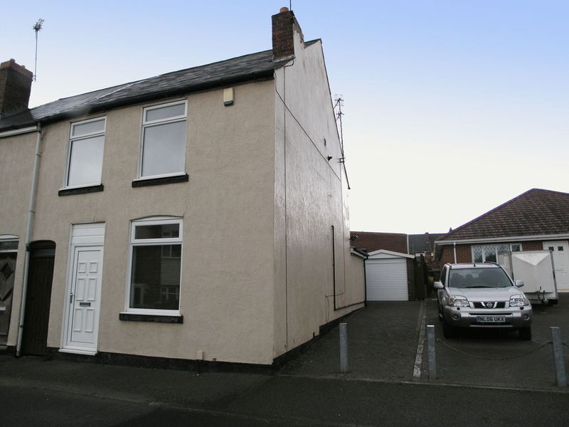 3 Bedrooms Semi Detached House for sale in BRIERLEY HILL, Quarry Bank, Hill Street