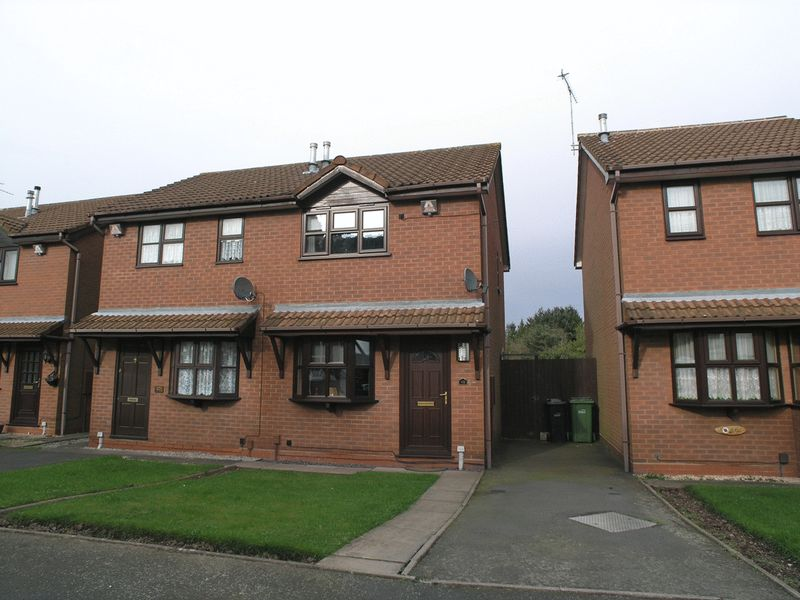 2 Bedrooms Semi Detached House for sale in DUDLEY, NETHERTON, Round Street