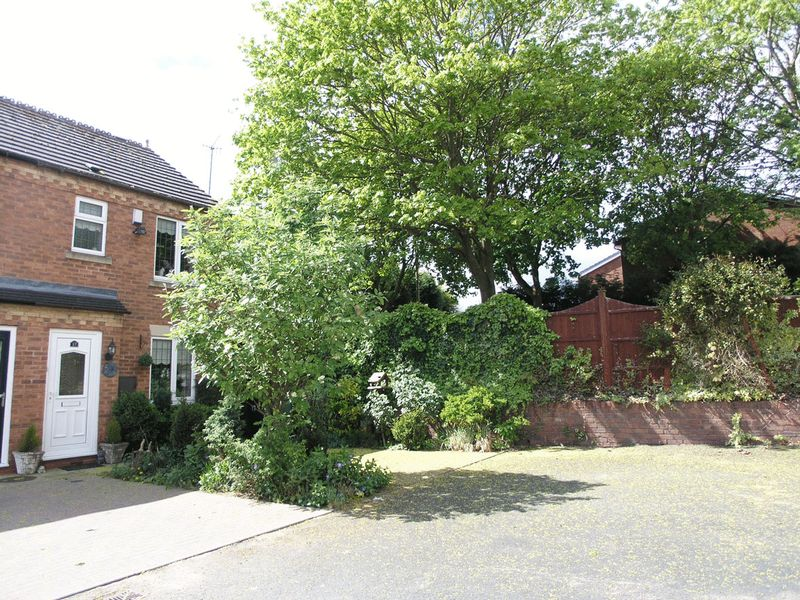 2 Bedrooms Terraced House for sale in BRIERLEY HILL, Larksfield Mews.