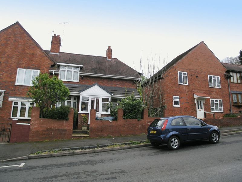 3 Bedrooms Semi Detached House for sale in BRIERLEY HILL, Quarry Bank, Bath Road