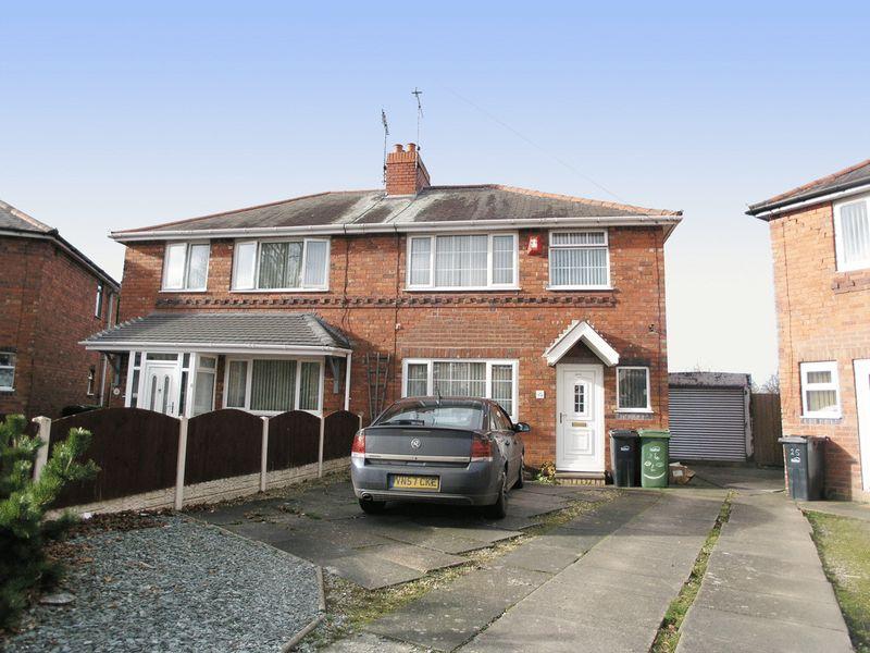 3 Bedrooms Semi Detached House for sale in BRIERLEY HILL, Pensnett, Birds Meadow