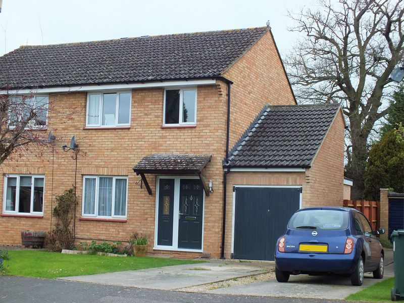 3 Bedrooms Semi Detached House for sale in Yarnton
