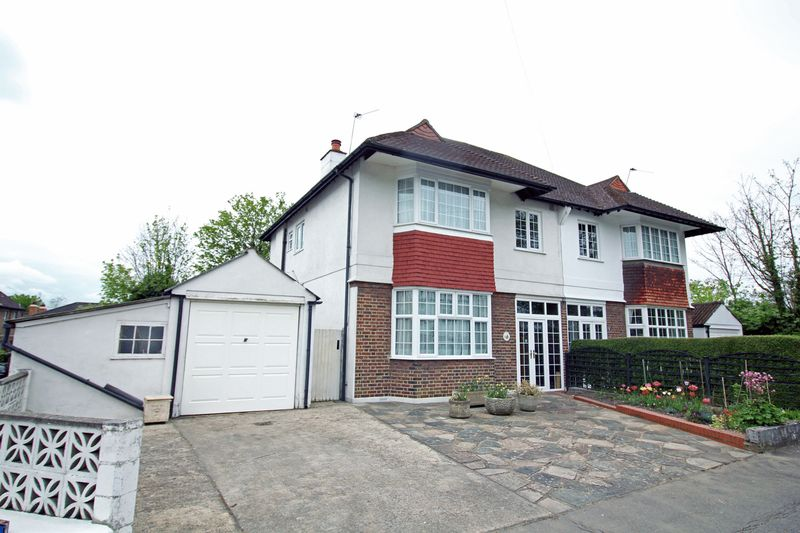 4 Bedrooms Semi Detached House for sale in Elm Close, South Croydon, Surrey