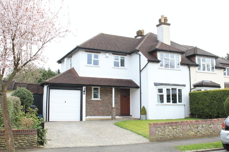 3 Bedrooms Semi Detached House for sale in Court Hill, Sanderstead, Surrey