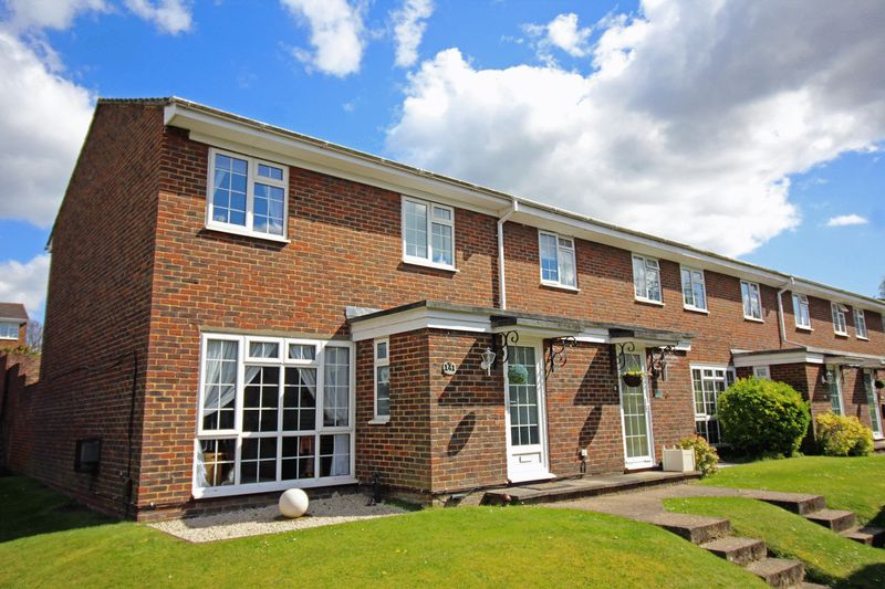 3 Bedrooms Semi Detached House for sale in Ridge Langley, Sanderstead, Surrey