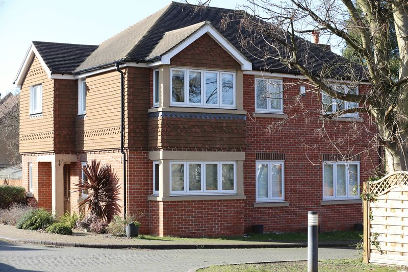 4 Bedrooms Detached House for sale in Rocklands Drive, South Croydon, Surrey