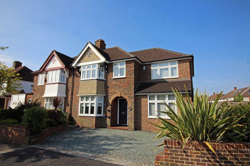 4 Bedrooms Semi Detached House for sale in Ellesmere Drive, Sanderstead, Surrey