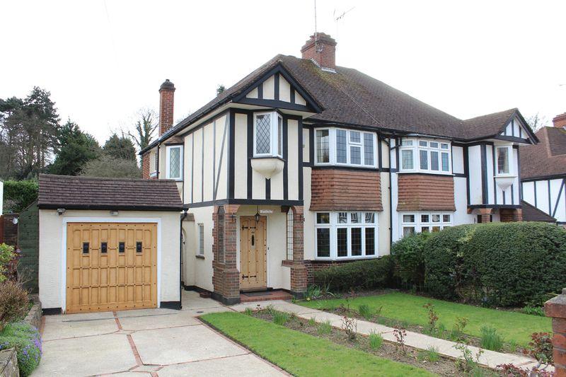 3 Bedrooms Semi Detached House for sale in Farm Fields, Sanderstead, Surrey